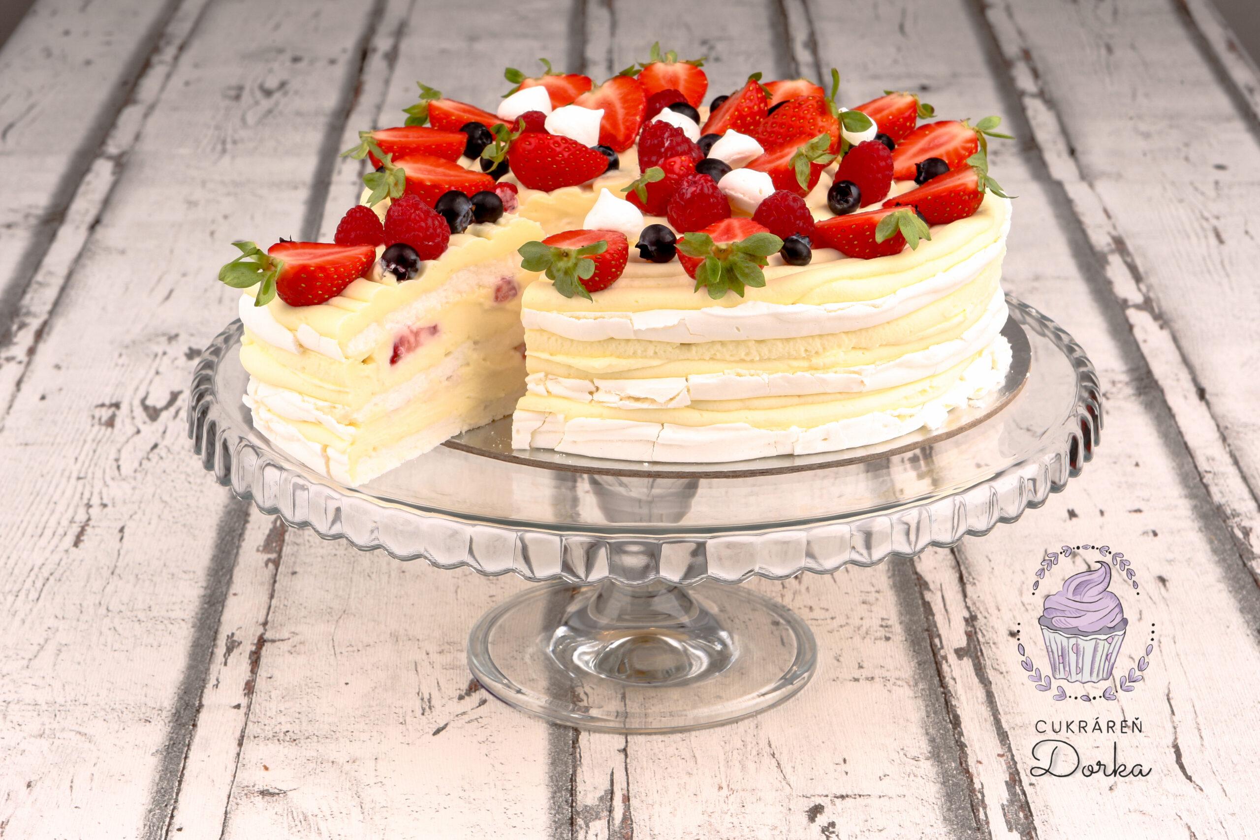 Pavlova torta s výrezom